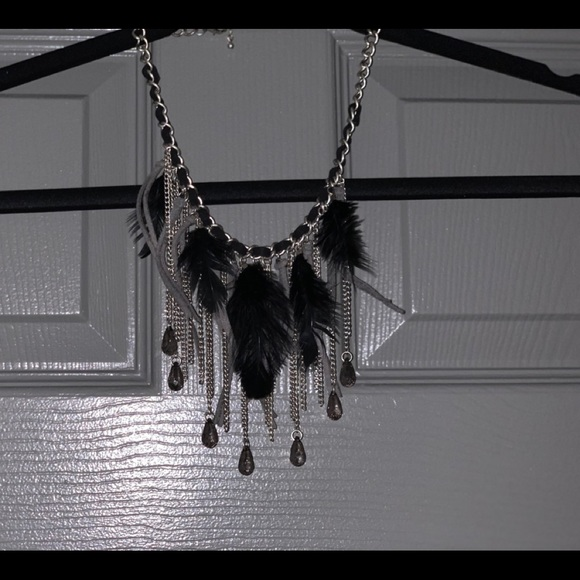 Jewelry - Silver tone statement necklace with feathers